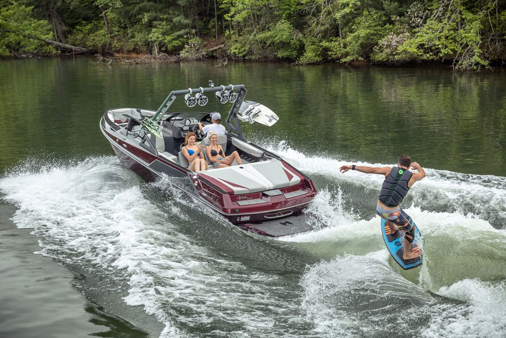 Tommy's Colorado – rent a T22 boat
